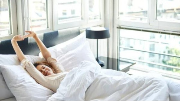 """太冷起不来?早上""""赖床""""5分钟有助于护血管"""