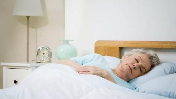 左侧卧会压到心脏?睡觉时怎么躺最好?