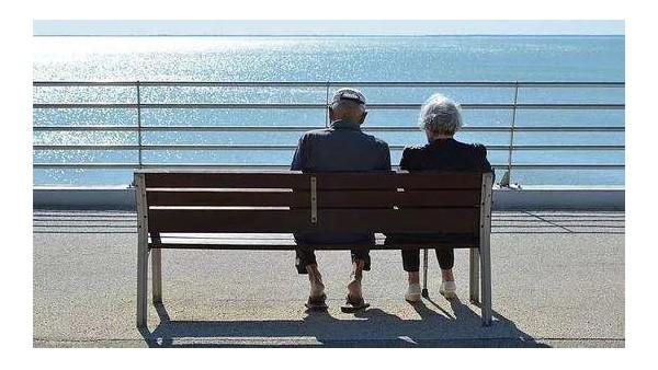 世界老年痴呆日 |7招远离老年痴呆,为家人和自己读一下