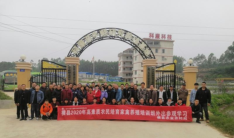 五彩田园农中富玉公司带50多人班级到基地参观学习2