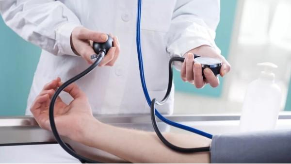 夜间血压高才是真的危险!睡眠血压要控制好